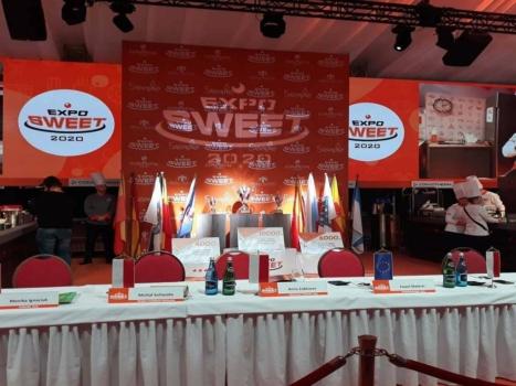 Stół prezydialny jury konkursu cukierniczego Expo Sweet 2020