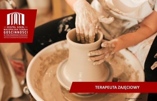 wyrabianie z gliny naczynia