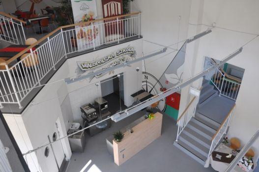 szkolna restauracja widok z balkonu