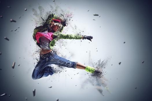 Młoda dziewczyna tańcząca taniec nowoczesny