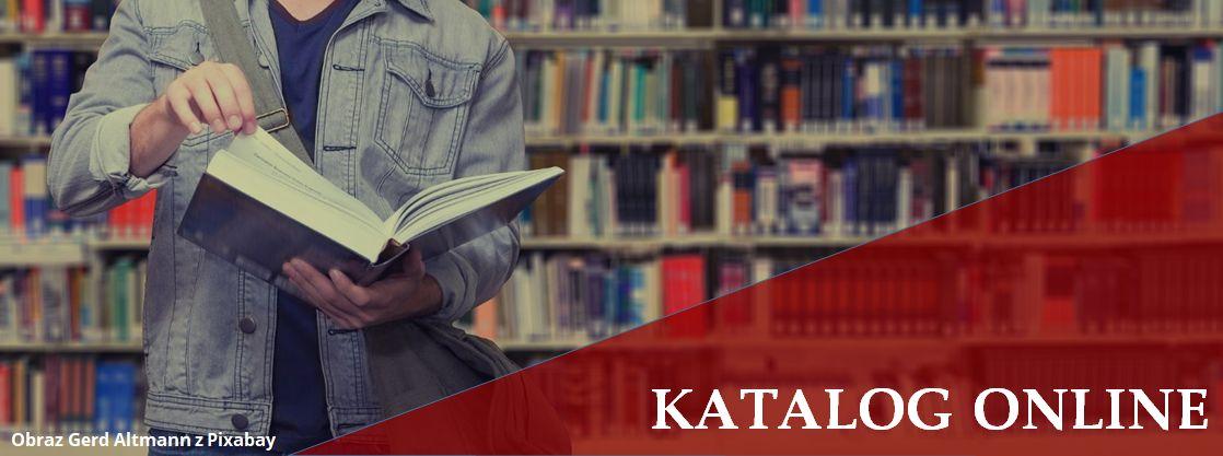 baner katalogu online, mężczyzna czytający książkę na tle regałów z książkami