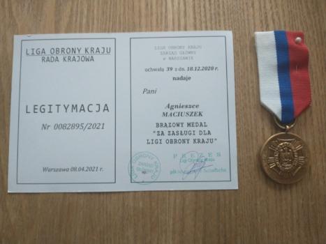 Widok na dyplom i medal Ligii Obrony Kraju